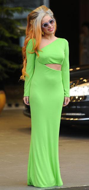 Lady Gaga is oh-so-green at Taiwan airport