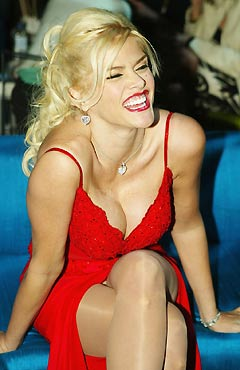 MODELS WITH REAL CURVES: Anna Nicole Smith