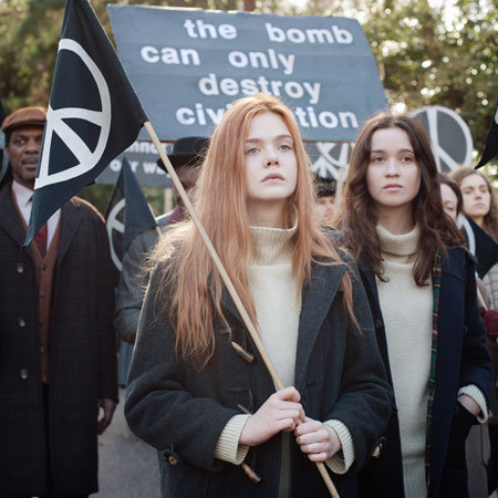Elle Fanning and Alice Englert in Ginger and Rosa
