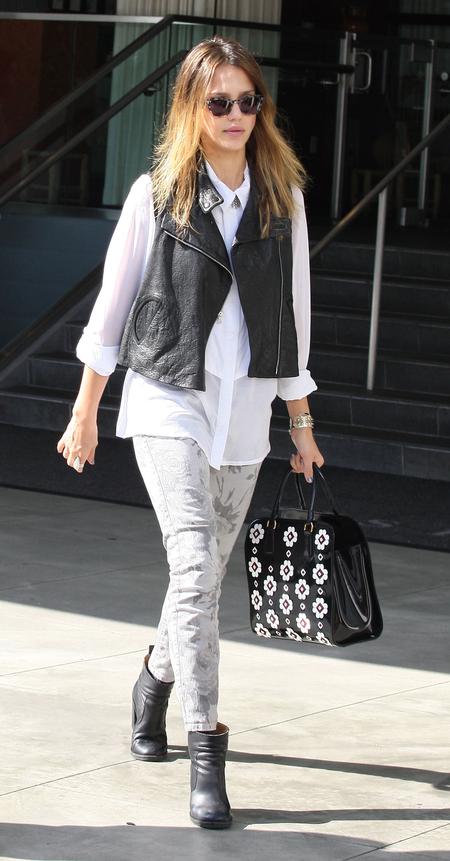 Jessica Alba Prada bag