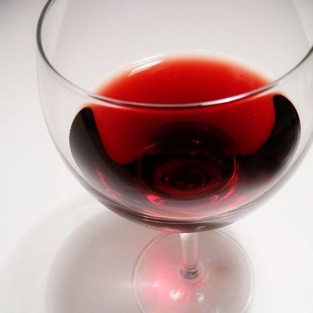 Red wine glass - food and drink news - handbagcom