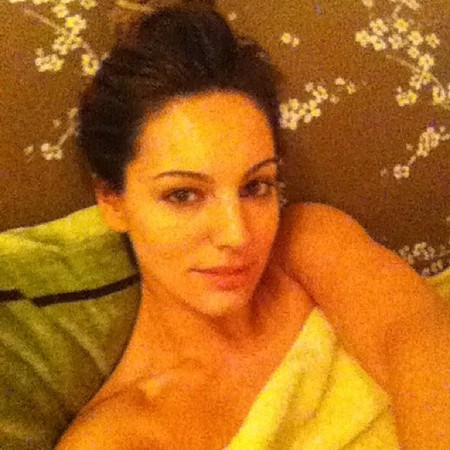 Kelly Brook shows off before and after cabaret beauty