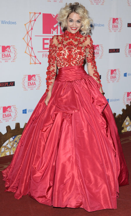 Rita Ora in red lace Marchesa at 2012 EMAs
