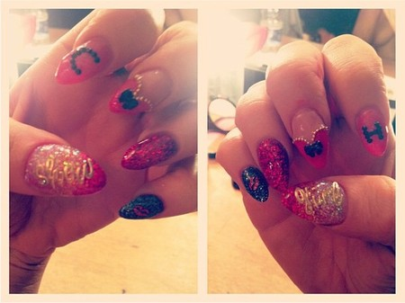 Kelly Brook shows off showgirl nail art