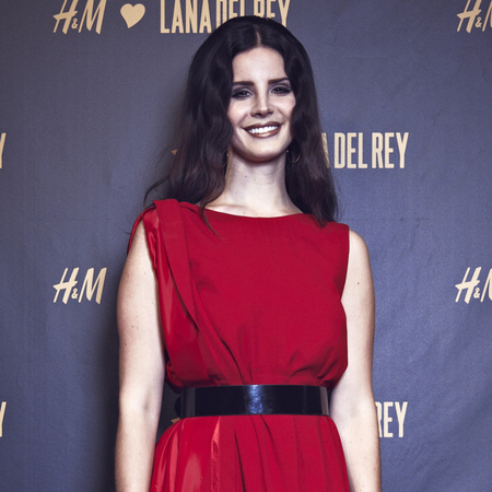 Lana Del Rey does radiant red in Maison Martin Margiela dress