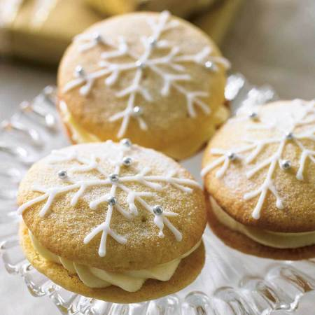 Snowflake Christmas Whoopie Pies Recipe