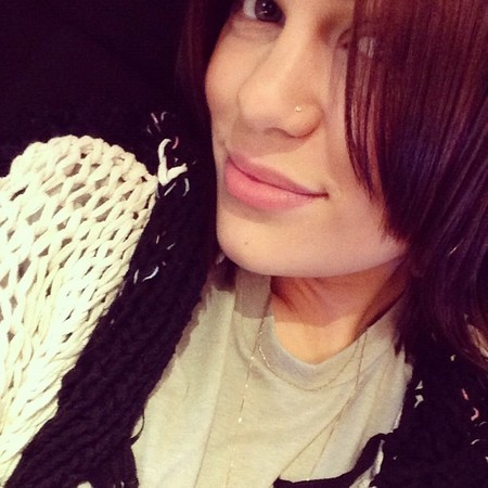Jessie J goes make-up free for long-haul flight