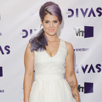 Kelly Osbourne goes girly in white at VH1 Divas
