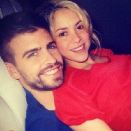 A pregnant Shakira with Gerard Pique