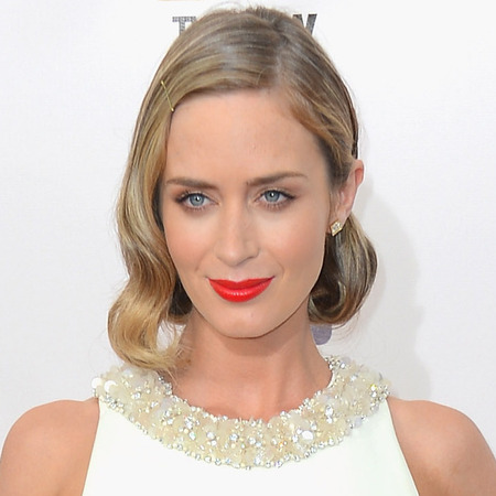 RED CARPET HAIR: Emily Blunt's vintage waves at Critics' Choice Movie