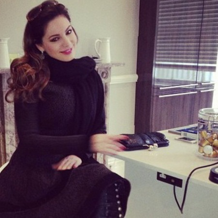 Kelly Brook's black clutch bag