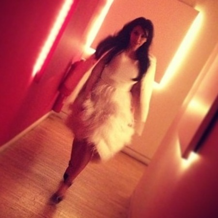 Kim Kardashian does white feathers