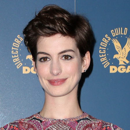 How to grow out your hair like Anne Hathaway