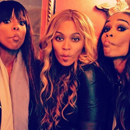 Beyonce, Kelly and michelle posing
