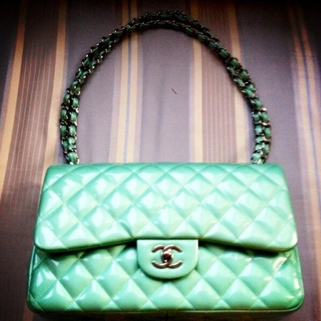 Kelly Osbourne Chanel handbag