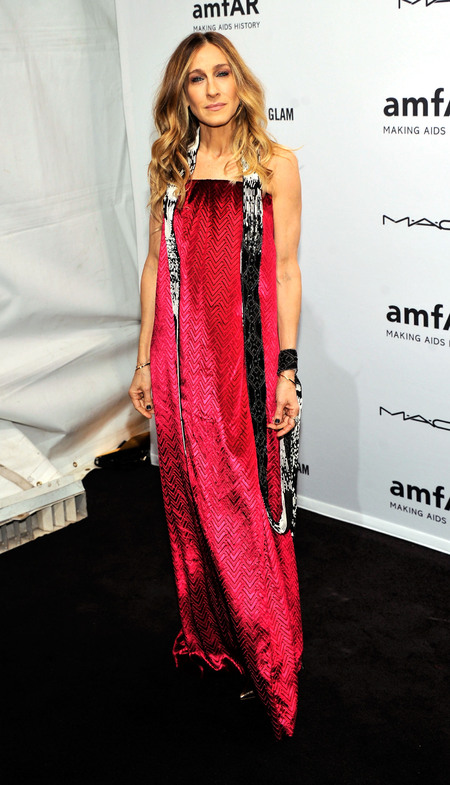 Sarah Jessica Parker goes glam in pink couture for amfAR New York Gala