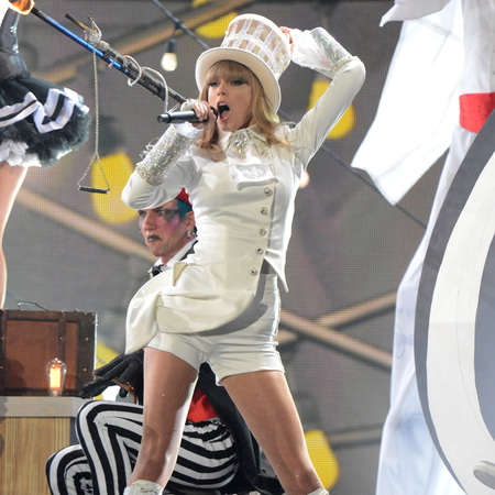 Taylor Swift performs at the Grammys 2013