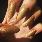 NAIL ART: Jessie J does glittery gold talons