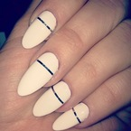 NAIL ART: Khloe Kardashian rocks metallic striped nails