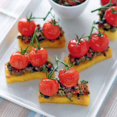 Polenta bruschettas with sun-dried tomatoes