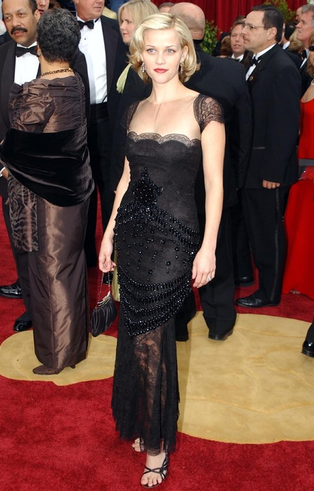 Reese Witherspoon in Valentino at the 2002 Oscars