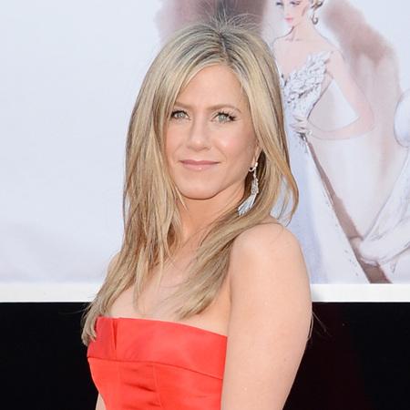 Jennifer Aniston at 2013 oscars