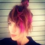 Alexa Chung debuts bright pink extensions