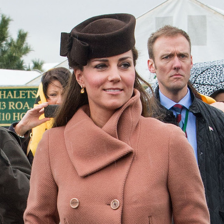 Pregnant Kate Middleton does autumnal hat