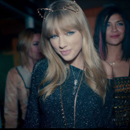 Taylor Swift in 22 music video