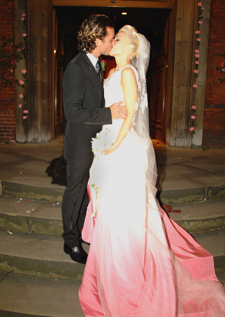 Gwen Stefani in pink John Galliano wedding dress