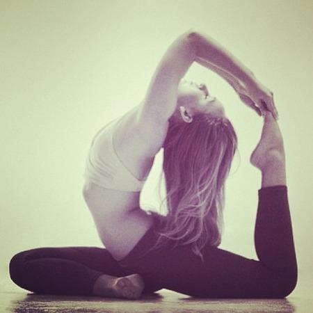 Rosie Huntington-Whiteley strikes difficult yoga pose
