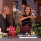 WATCH! Jessica Alba makes a detox smoothie