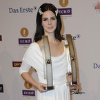 Lana Del Rey works all white to win big at 2013 Echo Awards