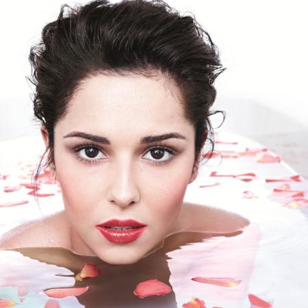 Cheryl Cole bath for Loreal Paris Glam Shine Stain Splash campaign