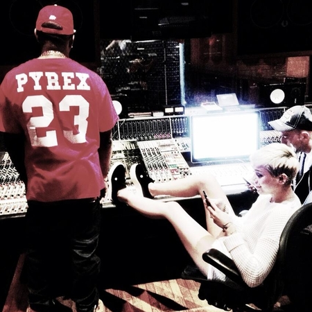 Miley Cyrus in the studio