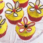 Almond daisy cupcakes with lemon buttercream