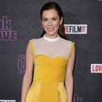 Anna Friel does 70s yellow at The Look of Love premiere