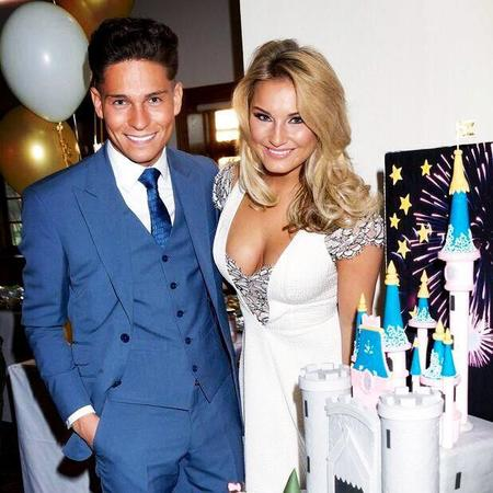 Sam Faiers engagement party cake