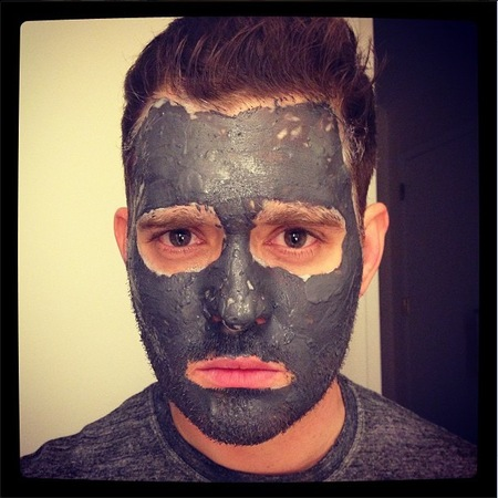 Michael Bublé does at-home face mask