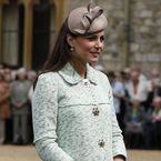 Pregnant Kate Middleton meets Scouts in mint Mulberry coat