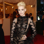 Anne Hathaway debuts bleached blonde hair at 2013 Met Ball
