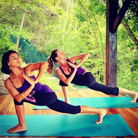 Gisele Bündchen does yoga on holiday