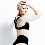 Jessie J sings Wild on webchat