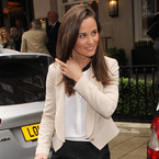 Pippa Middleton is super chic at Vanity Fair lunch