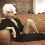 Rihanna does Marilyn Monroe in blonde wig