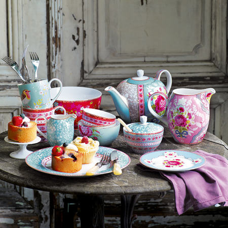 Handbag Hearts: Pretty tea sets