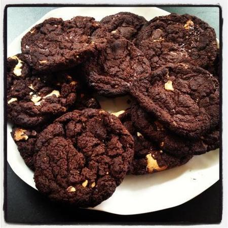 Fearne Cotton's dark & white chocolate cookies