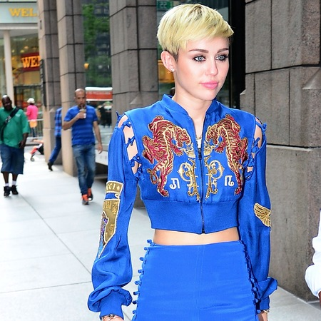 Miley wears blue Pucci