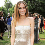 Sarah Jessica Parker shimmers in 20s flapper frock