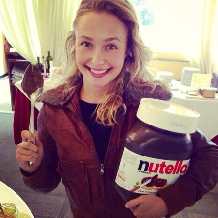 Hayden Panettiere eats giant tub of nutella